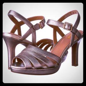 Bnib Clarks gold high heels Mayra poppy style